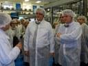 El conseller d'Empresa i Ocupació i l'alcalde inauguren la nova planta de producció de detergents de Procter & Gamble