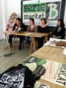 Tres dones posen en marxa una iniciativa innovadora de mercats monogràfics i alternatius a la nau Minguell