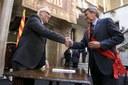 L'alcalde lliura a la Generalitat la moció de suport a la consulta del 9N