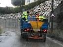 L'Ajuntament reparteix sal a les urbanitzacions i zones altes de Mataró davant el risc de nevades