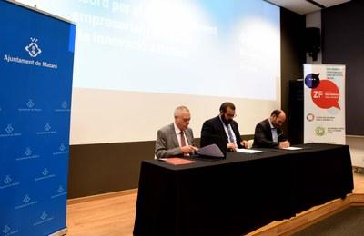 Signatura de l'acord entre Ajuntament, TecnoCampus i Consorci de la Zona Franca. Foto: Marga Cruz
