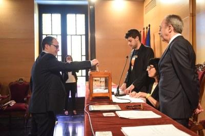 Votació Alfons Canela (Junts per Mataró). Foto: Marga Cruz