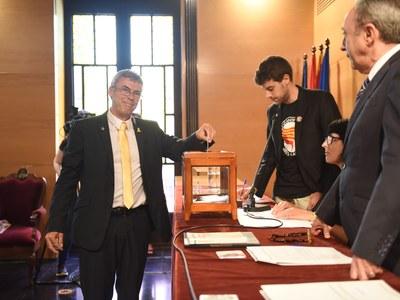 Votació Francesc Teixidó (ERC-MES-AM). Foto: Marga Cruz