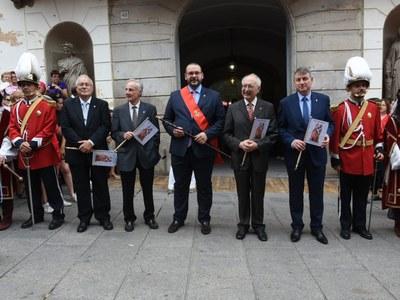 L'alcalde, David Bote, acompanyat dels quatre exalcaldes: Joan Majó, Manuel Mas, Joan Antoni Baron i Joan Mora. Foto: Albert Canalejo