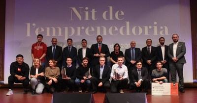 Foto de família dels guanyadors de la Nit de l'emprenedoria. Foto: Albert Canalejo