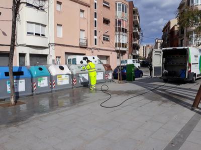 L'Ajuntament inicia la desinfecció dels espais de la via pública més sensibles per prevenir contagis