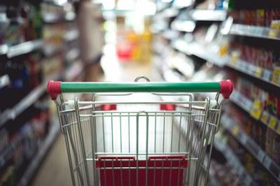 L'Ajuntament limita l'horari d'obertura de les botigues d'alimentació, que han de tancar obligatòriament a les 21 h