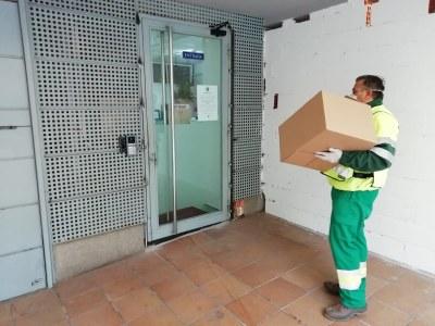 L'Ajuntament organitza un dispositiu per recollir i distribuir les donacions de materials de protecció de particulars i empreses