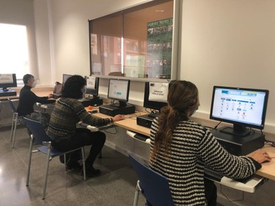Dispositiu de seguiment de l'examen al Centre Cívic Pla d'en Boet. Foto: Ajuntament