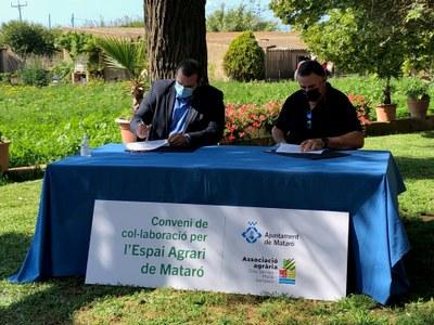 David Bote i Jaume Pera durant la signatura de l'acord. Foto: Ajuntament