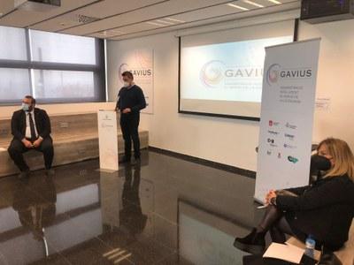 El regidor de Bona Governança, Jordi Tort, i la regidora de Benestar Social, Laura Seijo en la presentació als mitjans de Gàvius.