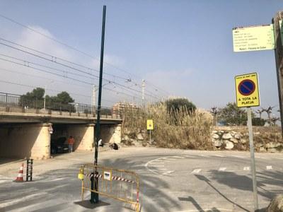 Barrera instal·lada a la desembocadura de la riera de Sant Simó. Foto: Ajuntament.