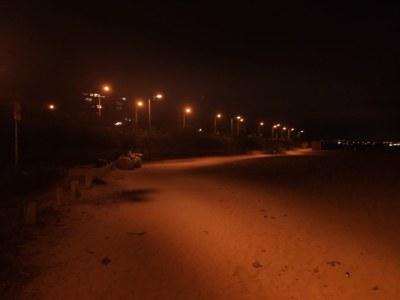 Il·luminació de la platja a la nit. Foto: Ajuntament