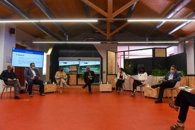 Els alcaldes durant la sessió de debat. Foto: Albert Canalejo